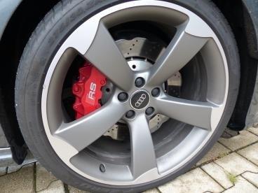 Audi RS6 Rotorfelge mit Randsteinbeschädigung